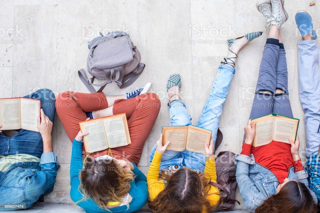 Concept d'étudiants adolescents amis amitié - Photo