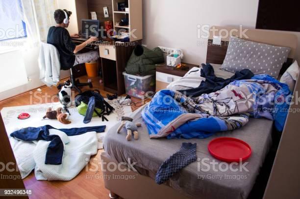 Teenagers messy room picture id932496348?b=1&k=6&m=932496348&s=612x612&h=tr9tcnc2smbnzvjelt9splb7iv4xtd2fybz0jjkhfyq=