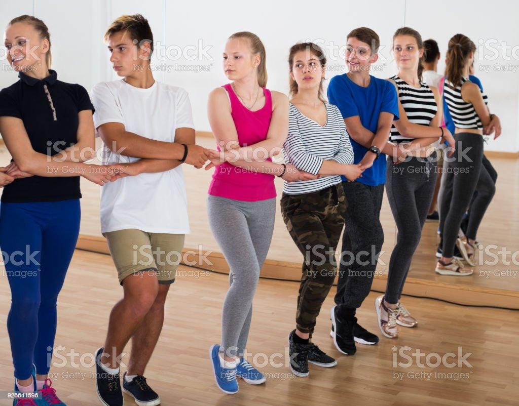 Adolescents, étudier la danse folklorique - Photo