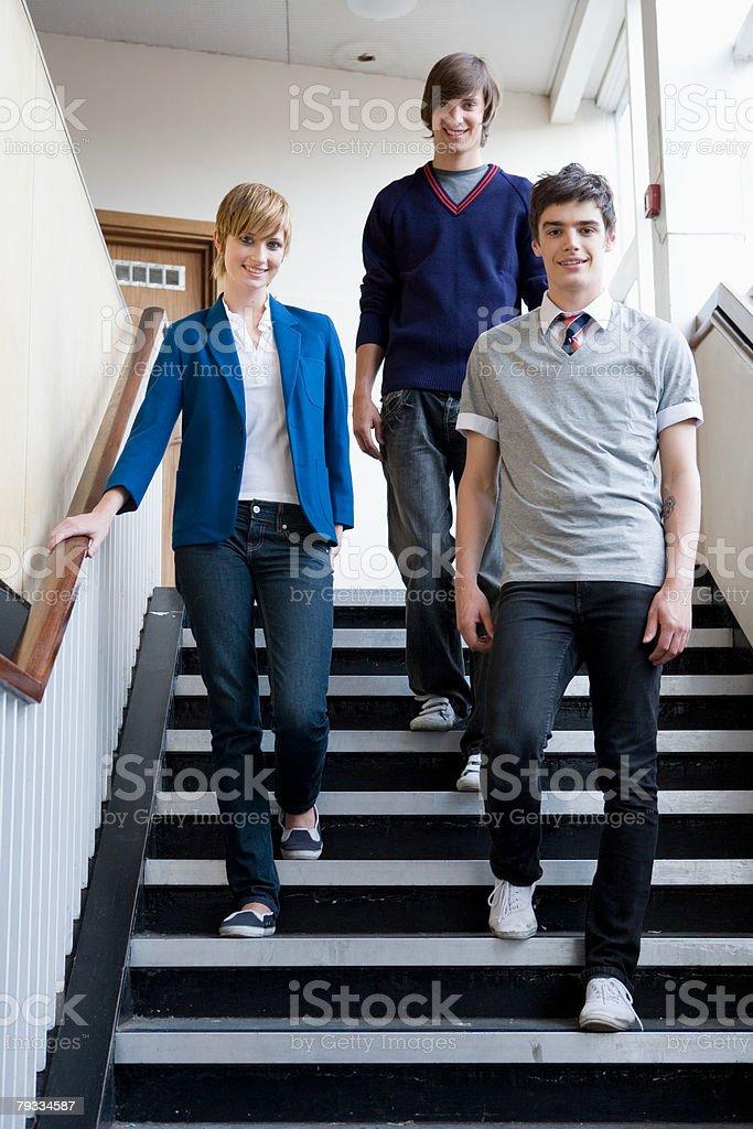 Teenagers walking down steps 免版稅 stock photo