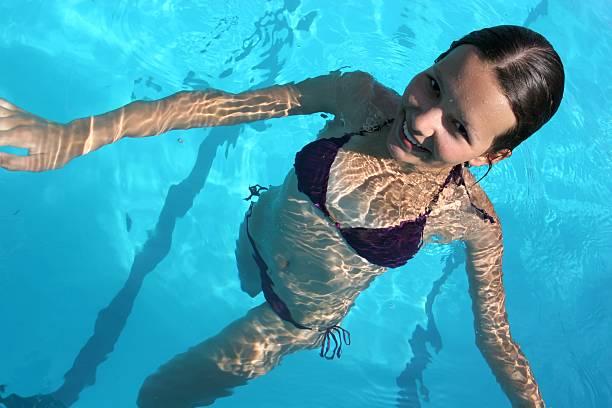 Teenager-Mädchen in pool – Foto