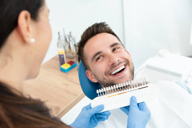 zahnaufhellung in der stomatologie-klinik - menschlicher zahn stock-fotos und bilder