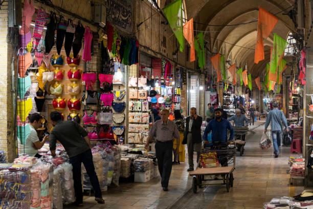 teheran bazaar iran - museum für naturkunde stock-fotos und bilder