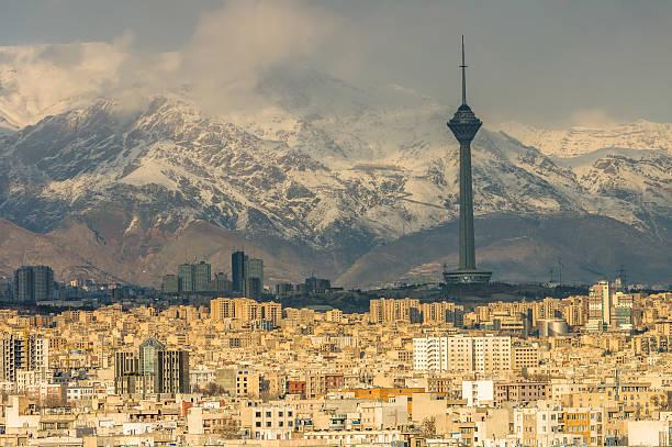 teheran auf die skyline der stadt - iranische stock-fotos und bilder