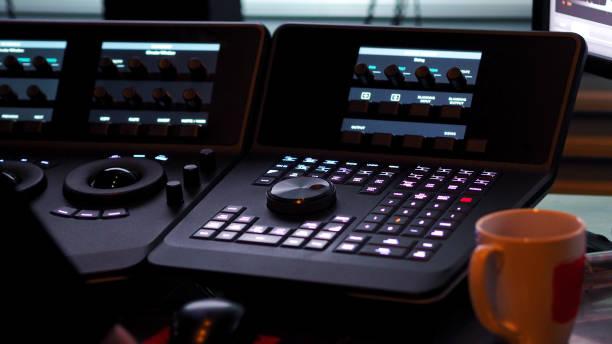telecine controller maschine für die bearbeitung oder einzelnen grundfarben auf digital video film - desktop hintergrund hd stock-fotos und bilder