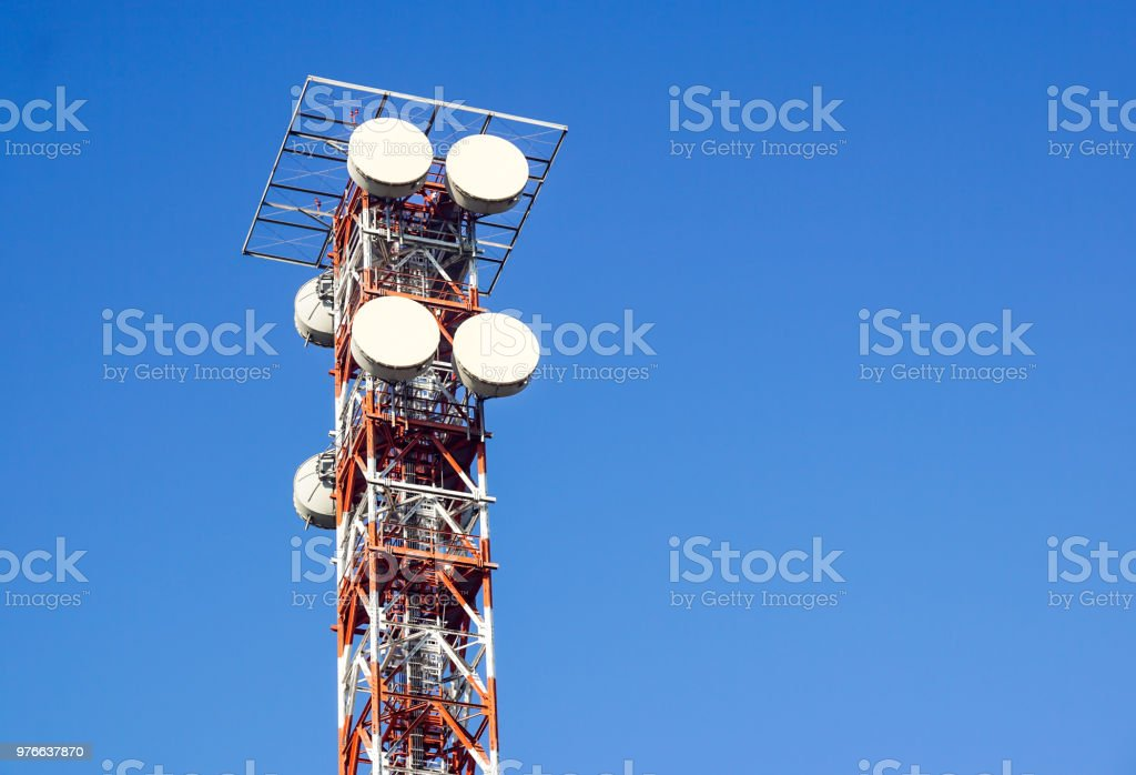 telecommunication tower with the blue sky. Cell Phone Signal Tower, antennas - foto stock