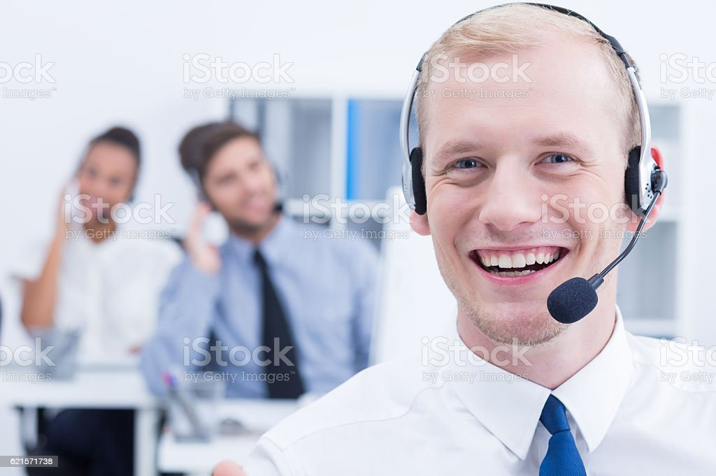 Telemarketer wearing headset photo libre de droits