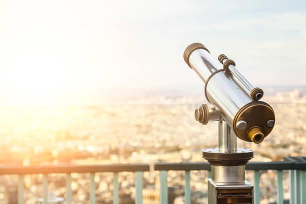 teleskop in paris - städtetrip stock-fotos und bilder