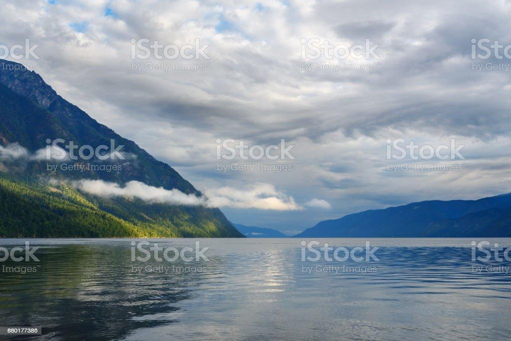 Telezkoje-See am Morgen. Blick vom südlichen Ufer. Republik Altai. Russland – Foto