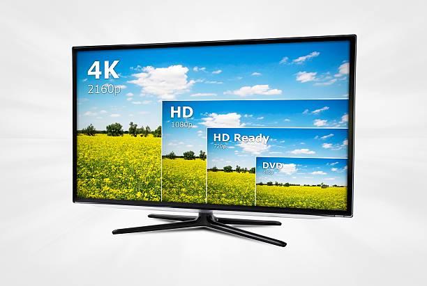 4 k-tv display mit vergleich von entschließungen - 4k led tv stock-fotos und bilder