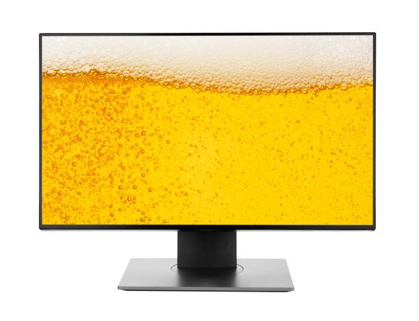 fernseher oder pc monitor anschließen destop mit bier hintergrund isoliert auf weiß foto-objekt-design - desktop hintergrund hd stock-fotos und bilder