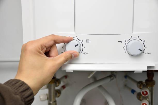 temperatur-regler wasser - heißes wasser stock-fotos und bilder