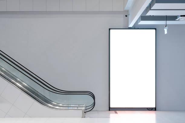 Schablone Werbe-Lichtkasten Leerstand für Ihren Kopierplatz und Poster kommerzielle Förderung Bereich mit Rolltreppe öffentlichen Raum – Foto