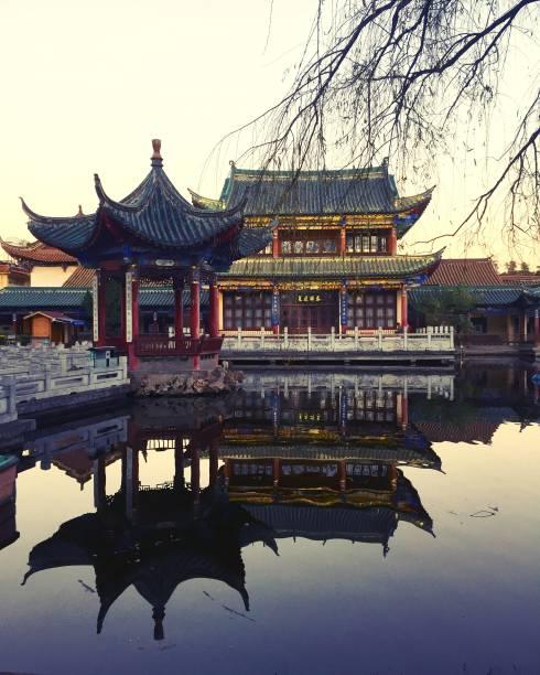 chuiu 공원 (곤 명, 운 남, 중국)에서 사원 정보 - 쿤밍 뉴스 사진 이미지