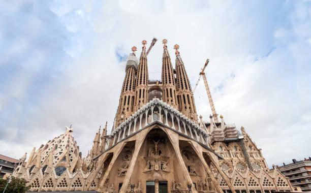 Temple Expiatori de la Sagrada Família. Secessionist church in Barcelona, Catalonia. Beautiful huge monumental temple in the city center. – zdjęcie