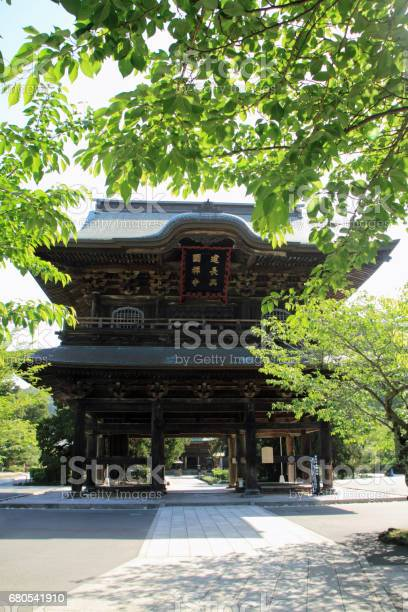 Temple gate of kencho ji in kamakura kanagawa japan picture id680541910?b=1&k=6&m=680541910&s=612x612&h=hf2g80i4nrfy7kwam96qu41feycajyc gquayqiqffy=