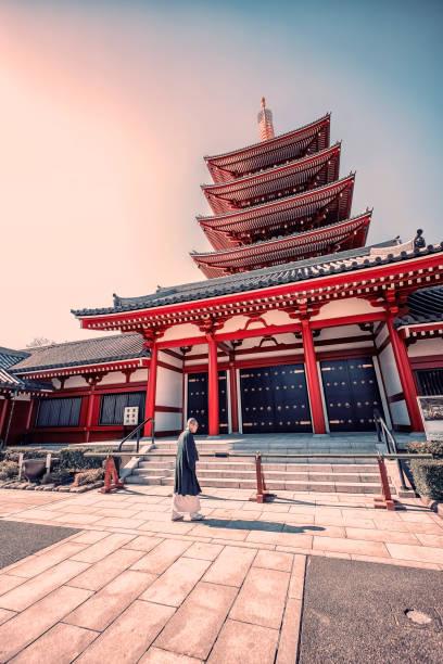Temple in Asakusa, Tokyo Febrary 2019  - Asakusa, Tokyo, japan - Monk with traditional dress in Senso-ji temple in Asakusa, Tokyo bodhisattva stock pictures, royalty-free photos & images