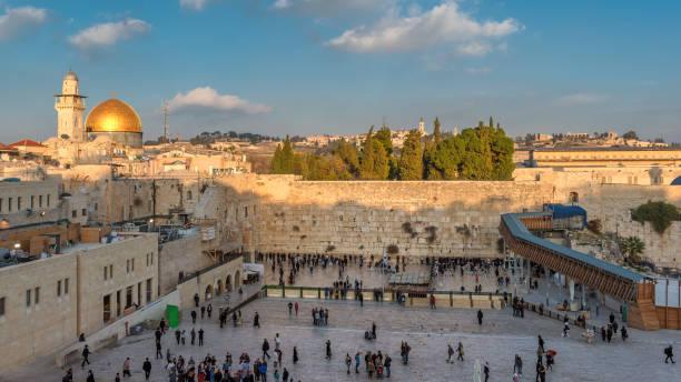 tempelberg in der altstadt von jerusalem - jerusalem stock-fotos und bilder