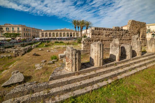 apollo-tempel in ortigia, syrakus, sizilien - ortygia stock-fotos und bilder