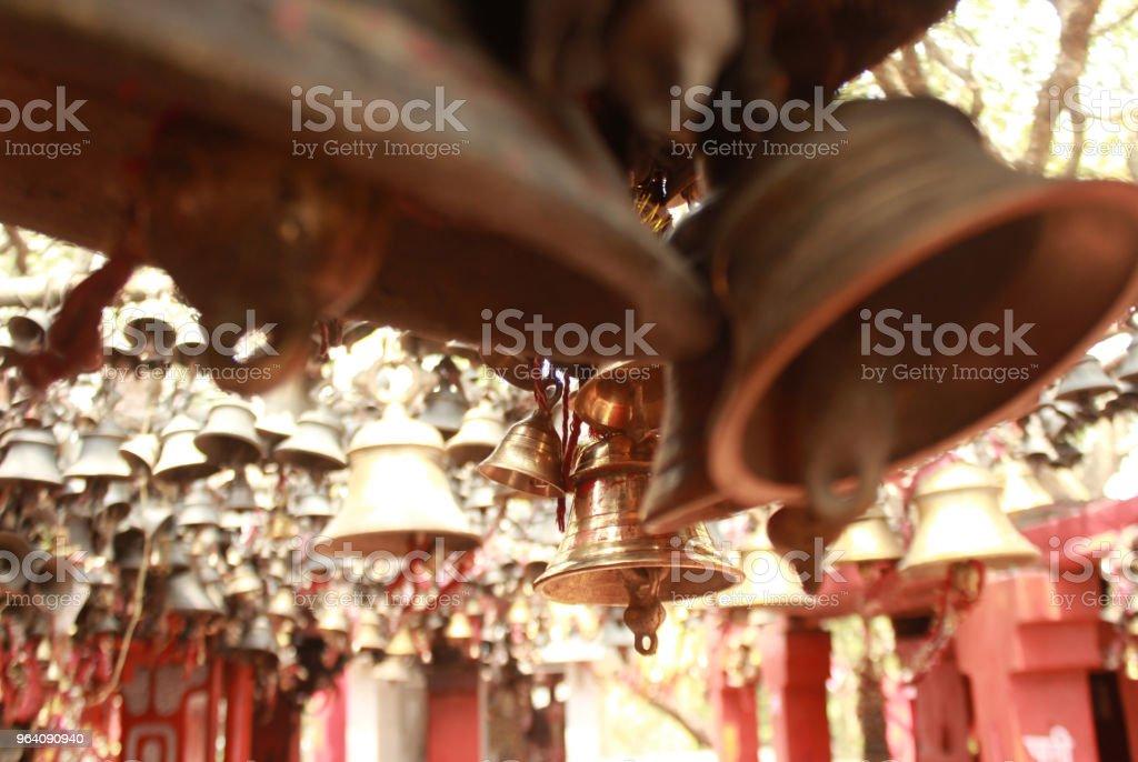 インドの寺院の鐘 - アクションショットのロイヤリティフリーストックフォト