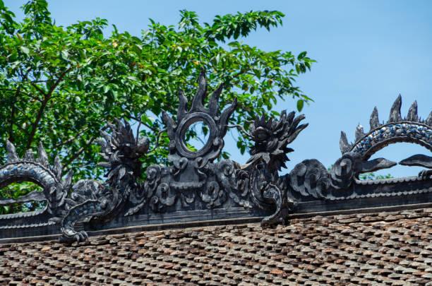 tempel der dinh tien hoang an hoa lu alte hauptstadt in vietnam - holu stock-fotos und bilder