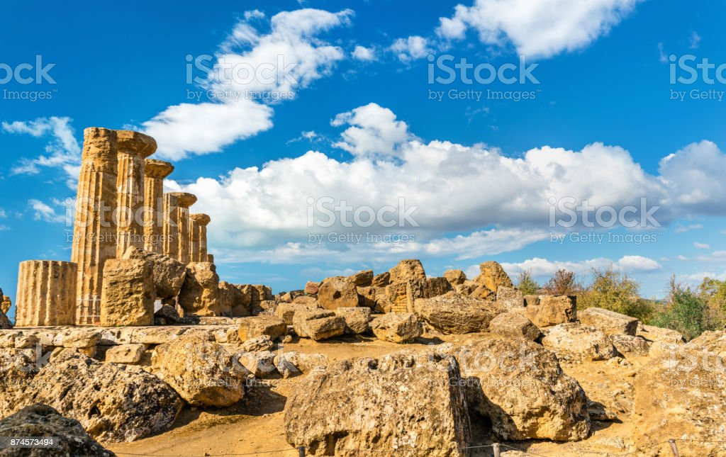Temple of Heracles at the Valley of the Temples in Agrigento, Sicily - foto stock