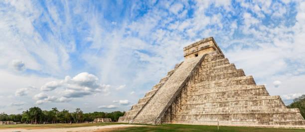 Tempel von Kukulcan oder das Schloss, das Zentrum der archäologischen Stätte Chichen Itza Maya, Yucatan, Mexiko – Foto