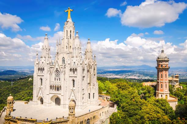 temple of the sacred heart of jesus on tibidabo in barcelona - jesus and heart zdjęcia i obrazy z banku zdjęć