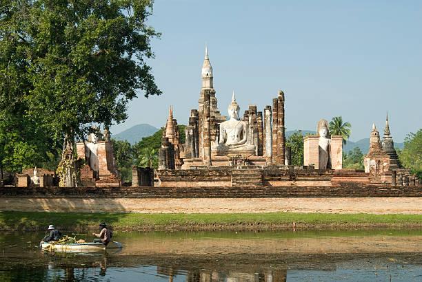 templo de wat mahathat em sukhothai, tailândia - sukhothai - fotografias e filmes do acervo