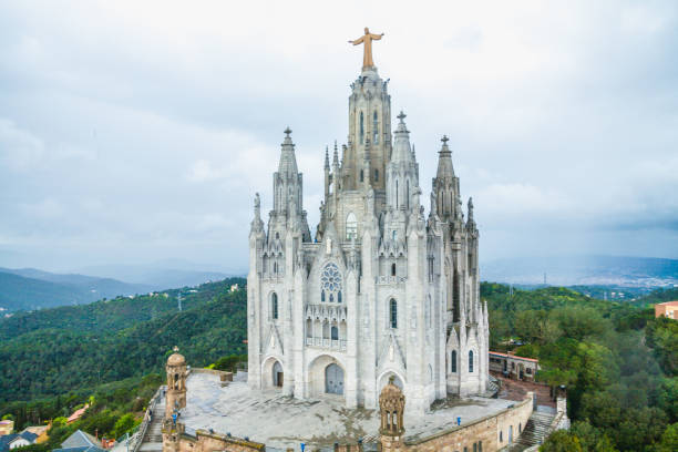temple sacred heart of jesus on tibidabo in barcelona - jesus and heart zdjęcia i obrazy z banku zdjęć