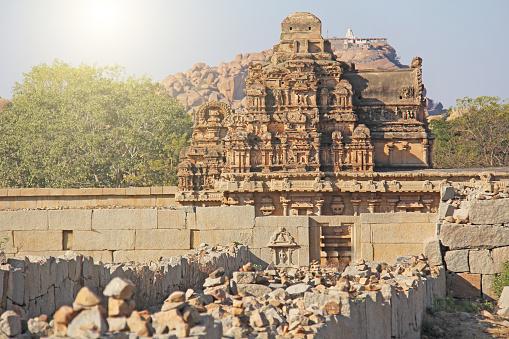 Stenen Beelden Van De Tempel En Ruïnes In Hampi Karnataka India Stockfoto en meer beelden van Antiek - Toestand