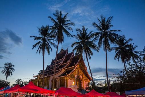 寺院ヤシの木のナイトマーケット - 2015年のストックフォトや画像を多数ご用意