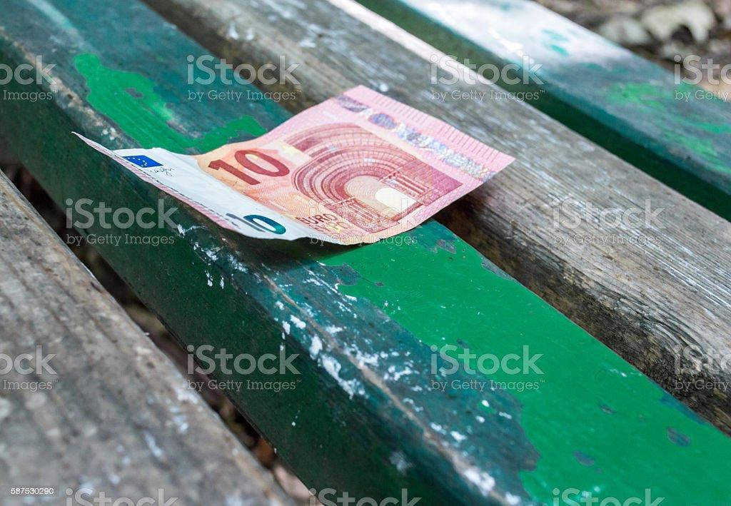 Ten Euro Note/Money on a Park Bench – Foto
