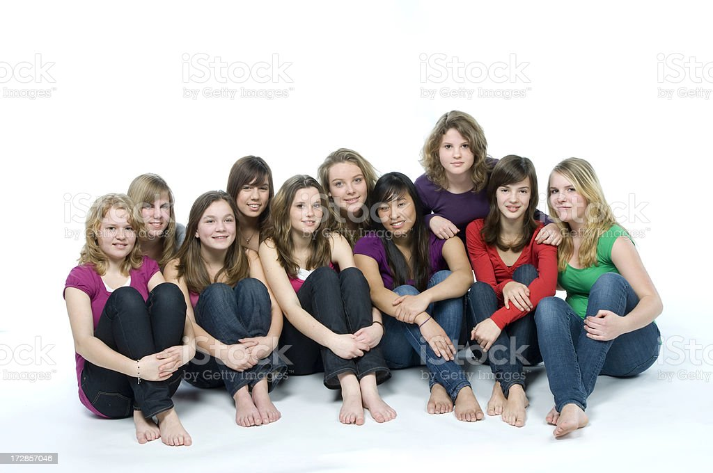 Zehn lächelnd Teenager-Mädchen auf dem Boden – Foto