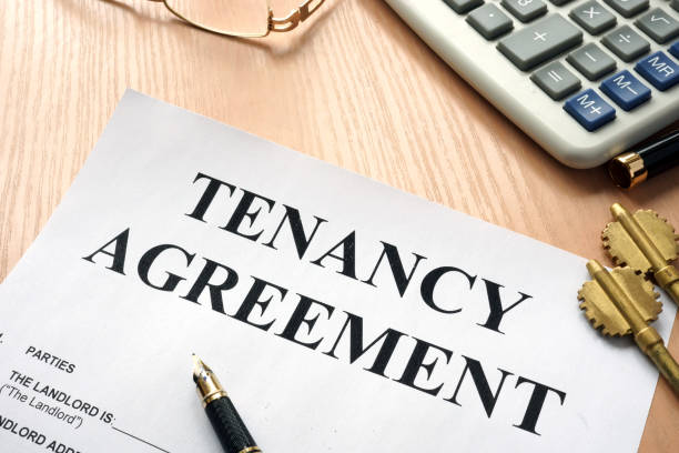 tenancy agreement and keys from home. - tenant stock photos and pictures
