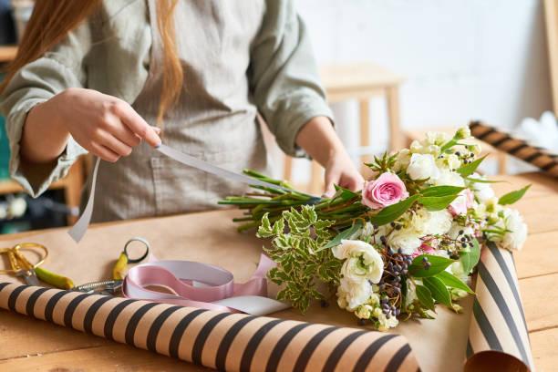 bouquet d'appel d'offres pour occasion spéciale - fleuriste photos et images de collection