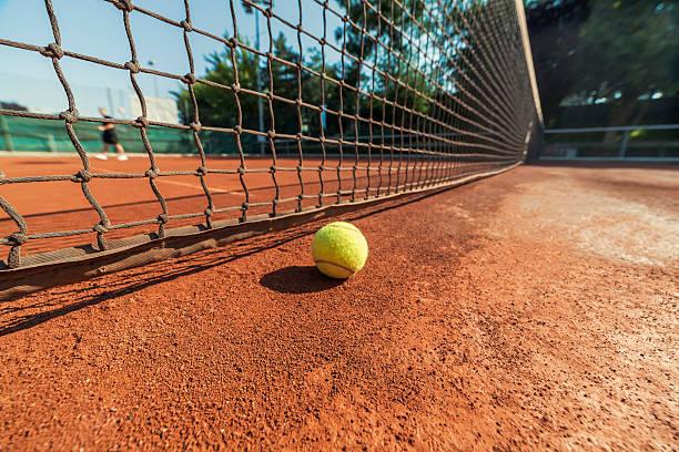 tennis ball und net – Foto