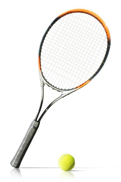Raquette et balle de tennis isolent le fond blanc - Photo