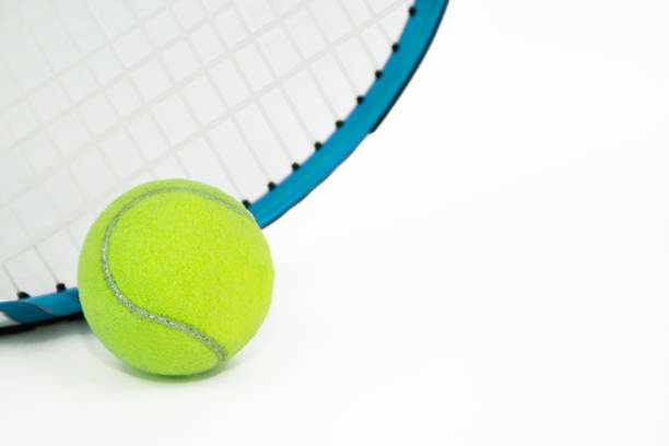 tennis ball and racket tennis ball and racket sopaatervinning stock pictures, royalty-free photos & images