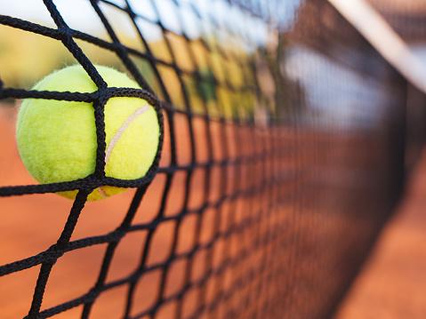 Tennis Ball Schlagen Im Internet Stockfoto und mehr Bilder