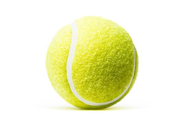 tennisball in weißen hintergrund isoliert - filzkugeln stock-fotos und bilder
