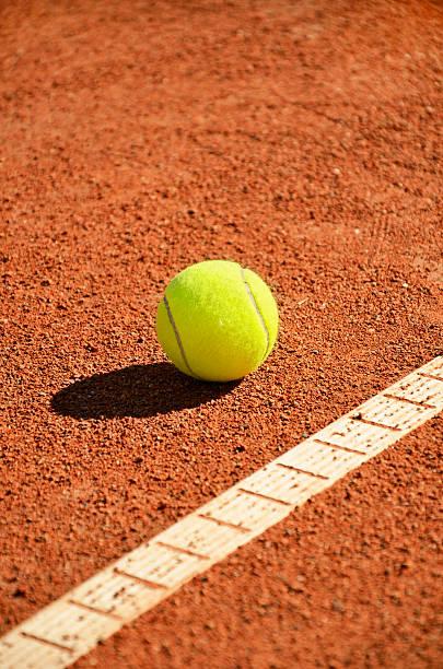 Tennisball in der Nähe von markup diagonal vertikale – Foto
