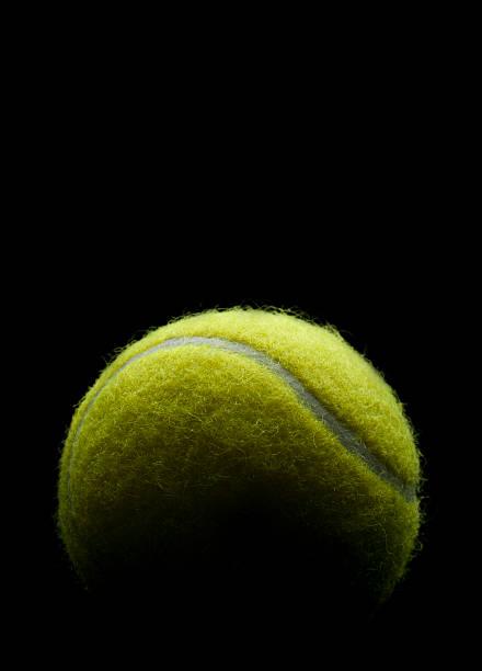 Balle de Tennis sur un fond noir - Photo