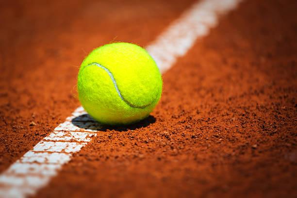 Balle de Tennis sur terre battue - Photo