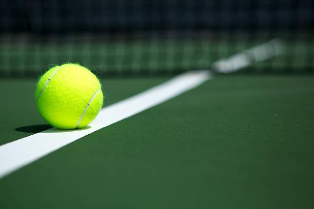 Balle de Tennis sur le Court - Photo