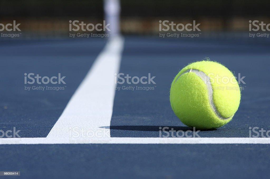 Palla da Tennis sul campo foto stock royalty-free