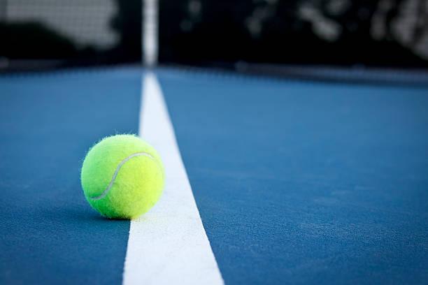 Balle de Tennis sur la ligne - Photo