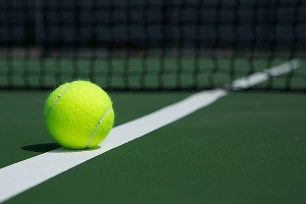 Balle de Tennis avec filet en arrière-plan - Photo