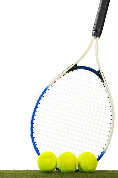 palline da tennis e racchetta - set tennis o pallavolo foto e immagini stock