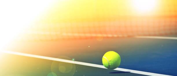 Des balles de Tennis sont tomber au rez-de-chaussée. - Photo